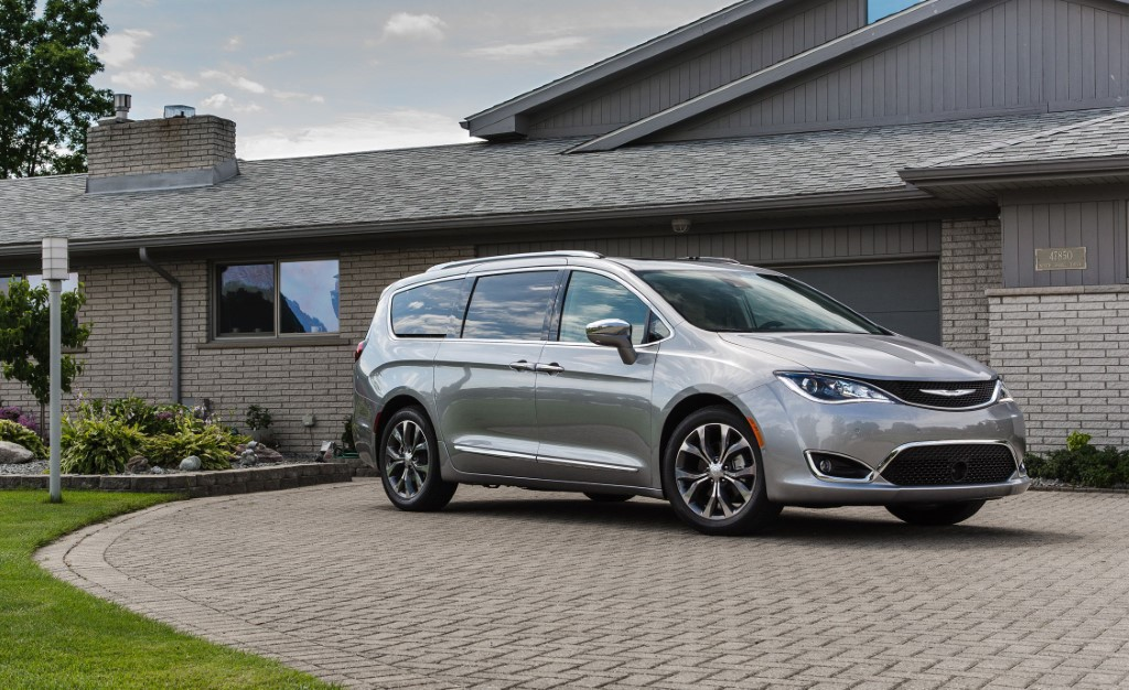 2019 Chrysler Pacifica Hybrid - Best Van For MPG