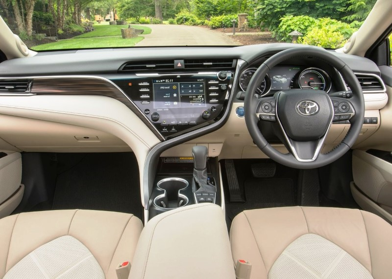 2020 Toyota Camry SE Interior Features