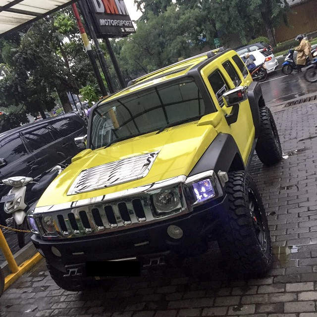 2020 Hummer H3 Yellow Custom
