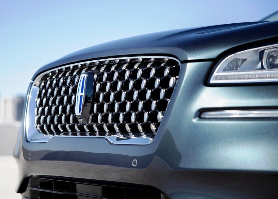 2021 Lincoln Corsair Grand Touring Front Angle Headlight and Grille